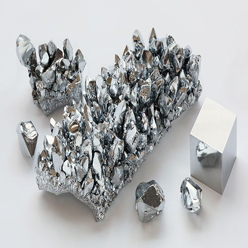 Chromium_crystals_and_1cm3_cube